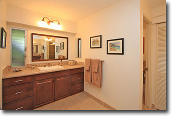 Maui Eldorado Vacation Rental K-112 Changing and Bath Area